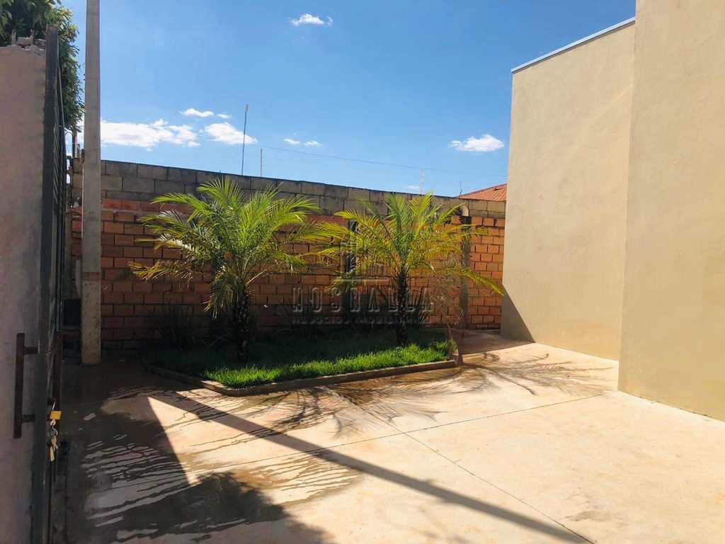 Casa em Jaboticabal, no bairro Parque das Araras