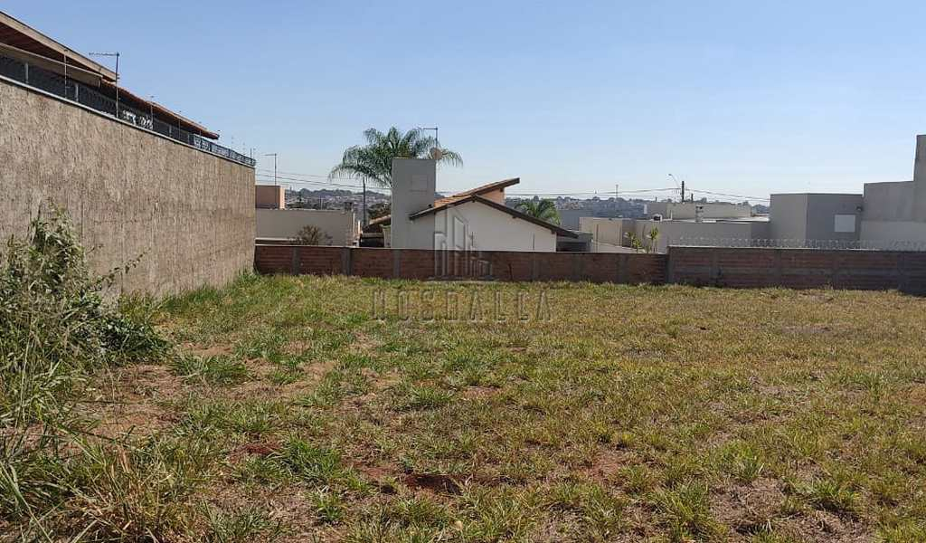 Terreno em Jaboticabal, bairro Jardim Monterrey