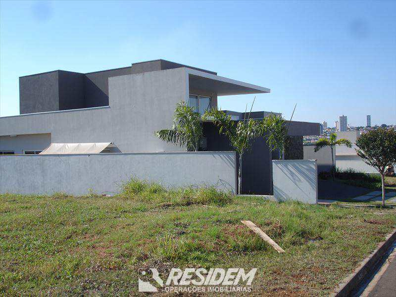 Terreno de Condomínio em Bauru, bairro Vila Serrão