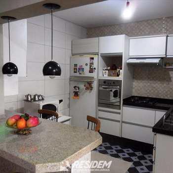Apartamento em Bauru, bairro Estoril Centreville