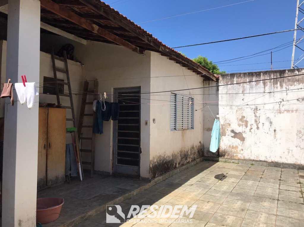 Casa em Bauru, no bairro Jardim Eldorado