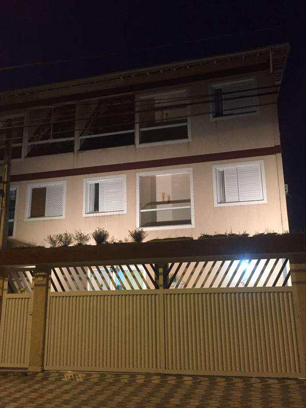 Sobrado em São Vicente, no bairro Vila Voturua