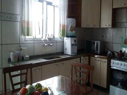 Casa, código 10247 em São Vicente, bairro Vila Mateo Bei