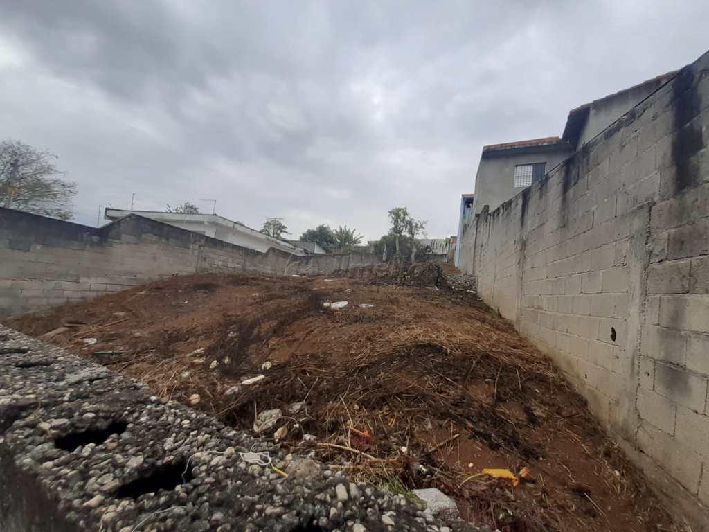 Terreno em Mogi das Cruzes, no bairro Mogi Moderno