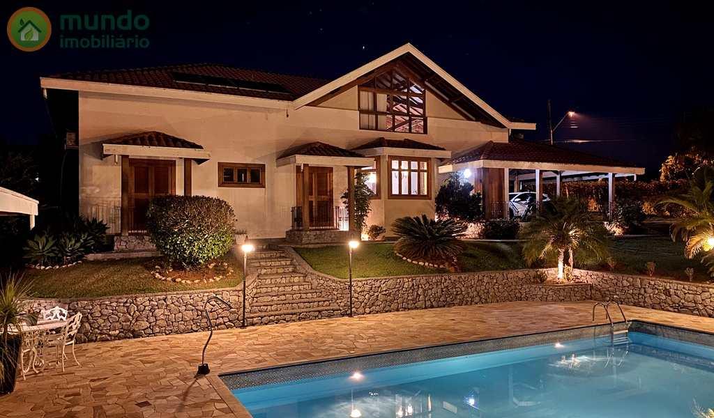 Casa de Condomínio em Taubaté, bairro Chácaras Cataguá