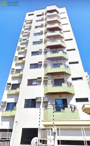 Apartamento, código 7568 em Taubaté, bairro Centro