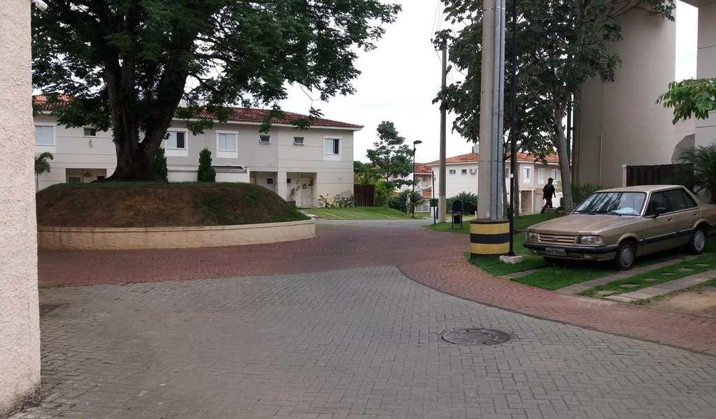 Casa de Condomínio em Jacareí, bairro São João