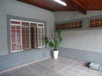 Casa, código 8021 em Jacareí, bairro Jardim Emília