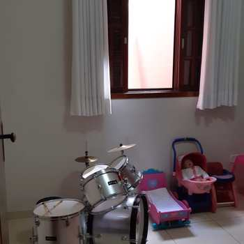 Casa em Jacareí, bairro Cidade Jardim