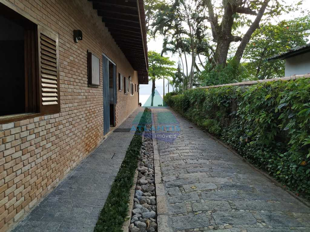 Casa em Ubatuba, no bairro Praia do Lázaro