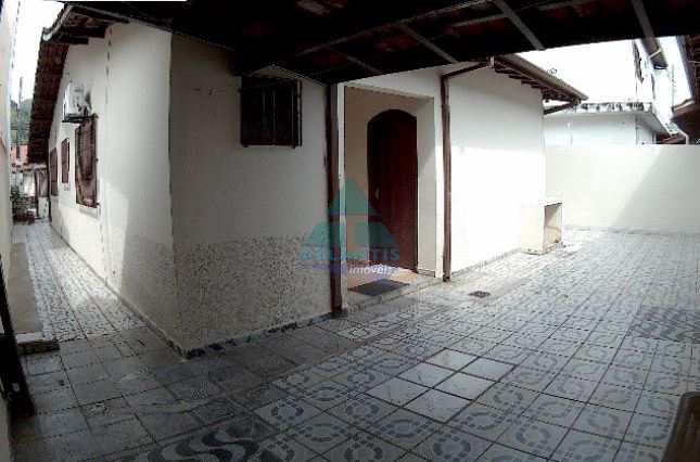 Casa em Caraguatatuba, no bairro Jardim Califórnia