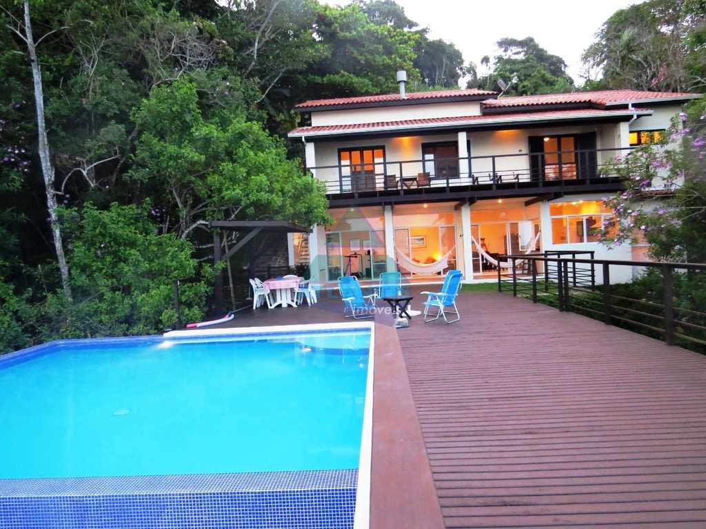 Casa em Ubatuba, no bairro Ponta das Toninhas