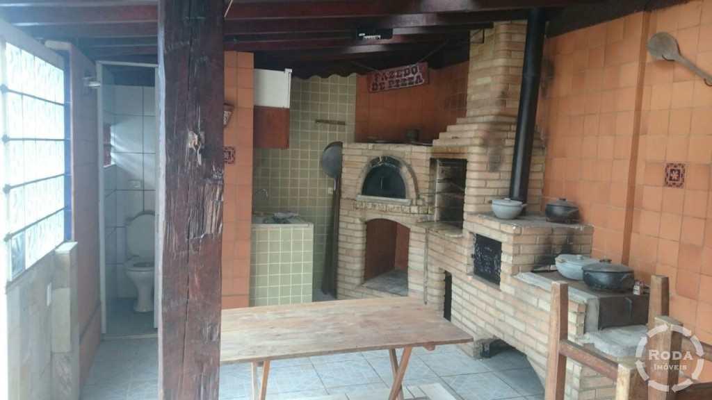 Casa em Santos, no bairro Piratininga