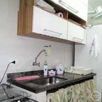 Apartamento em Guarujá, bairro Tombo