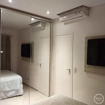 Apartamento em Santos, bairro Areia Branca