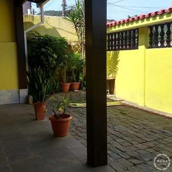 Casa em Guarujá, bairro Jardim Primavera