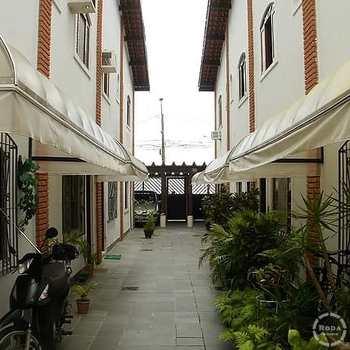 Casa de Condomínio em Guarujá, bairro Vila Santa Rosa