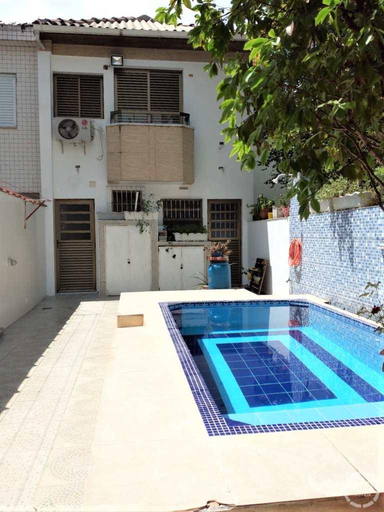 Sobrado em Santos, no bairro Embaré