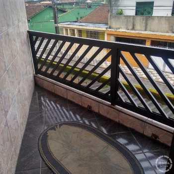 Sobrado em Cubatão, bairro Jardim Trinta E Um de Março