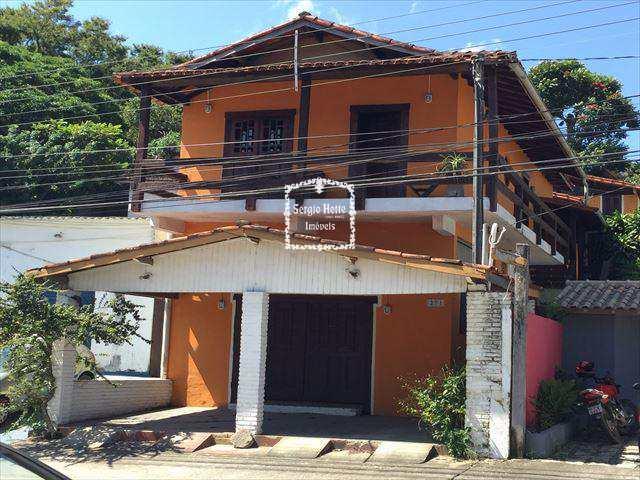 Sobrado em Ilhabela, bairro Itaquanduba