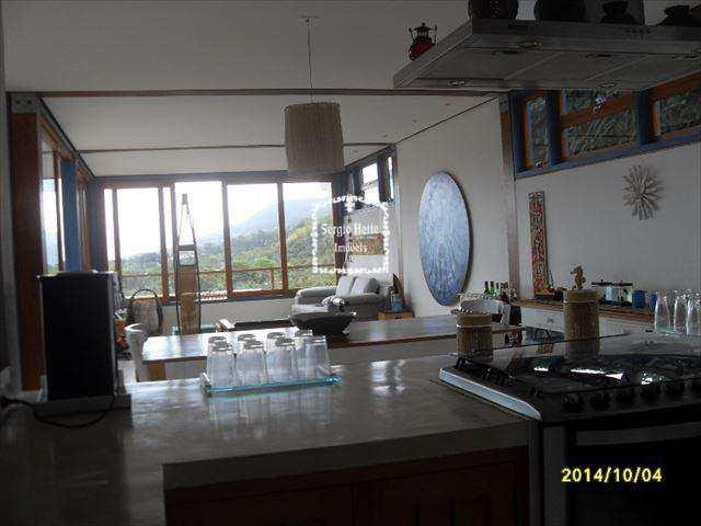 Sobrado de Condomínio em Ilhabela, bairro Pequea