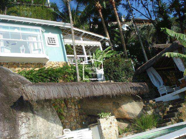 Sobrado em Ilhabela, no bairro Piúva
