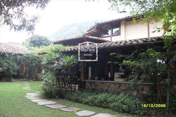 Casa em Ilhabela, bairro Pequea