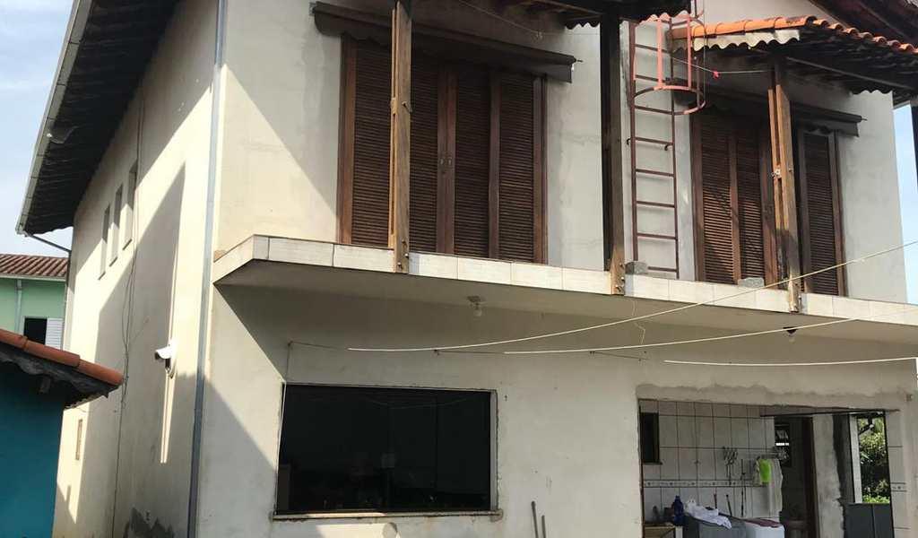 Sobrado em Biritiba-Mirim, bairro Centro