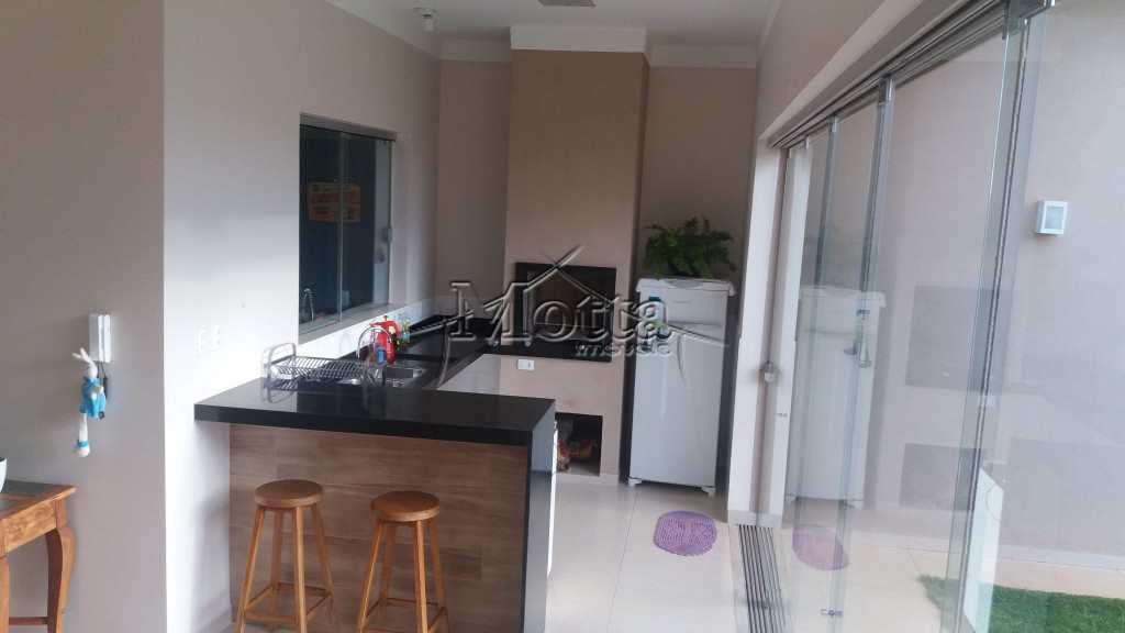 Casa em Cravinhos, bairro Condominio Ana Carolina