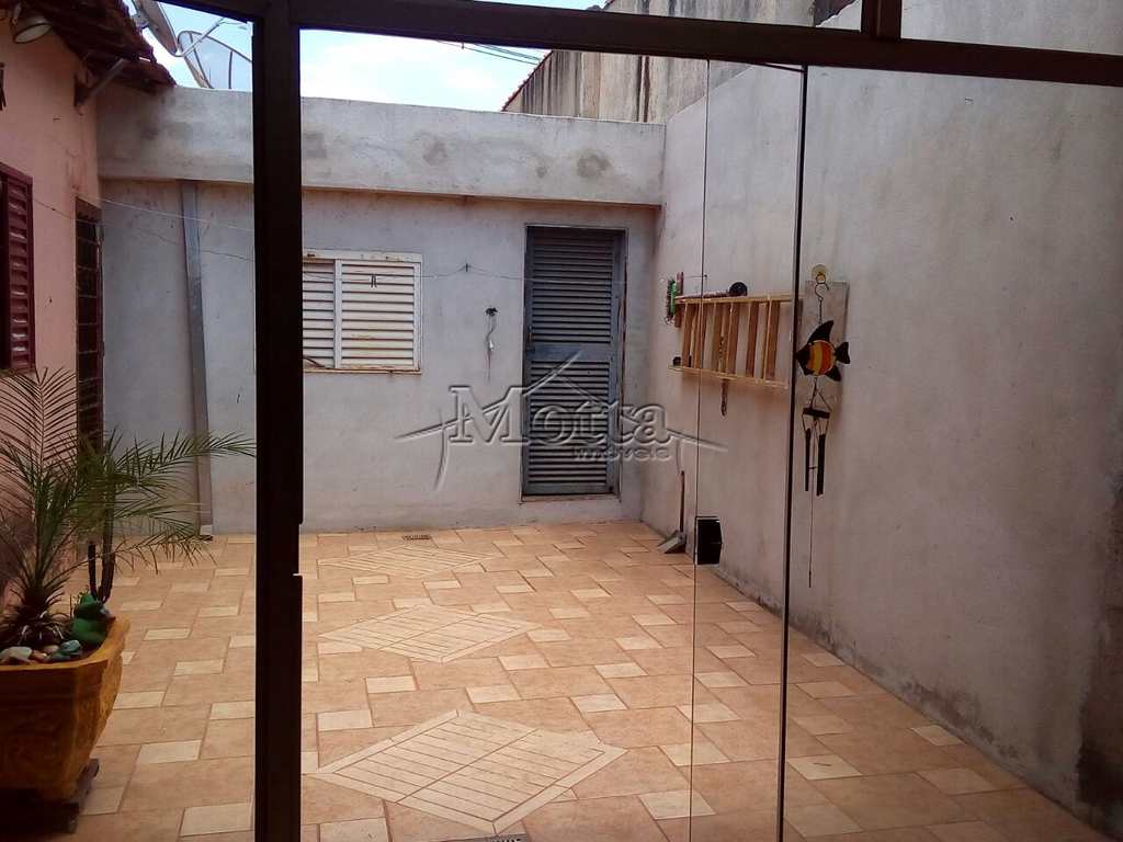 Casa em Cravinhos, bairro Centro