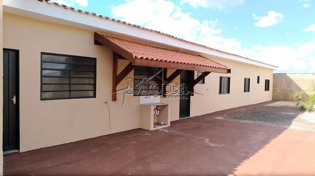 Casa em Cravinhos, bairro Conjunto Habitacional Francisco Castilho