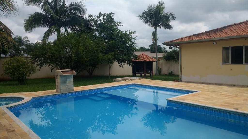 Casa em Iperó, bairro Centro