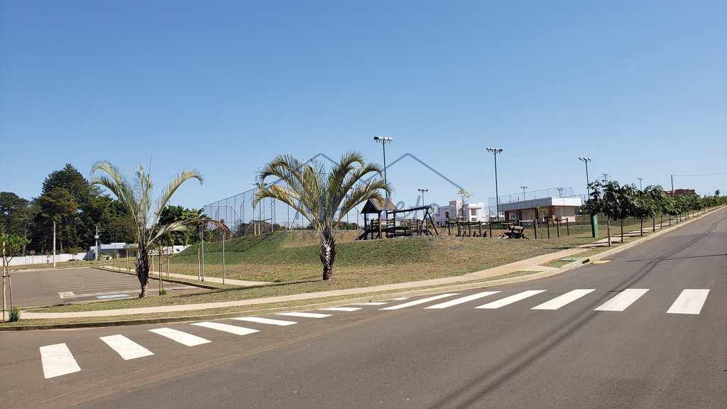 condomínio em Pirassununga, bairro Jardim Petrópolis