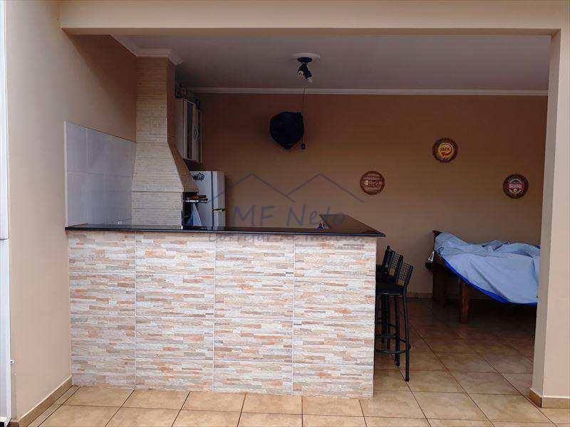 Casa em Pirassununga, bairro Jardim Itália