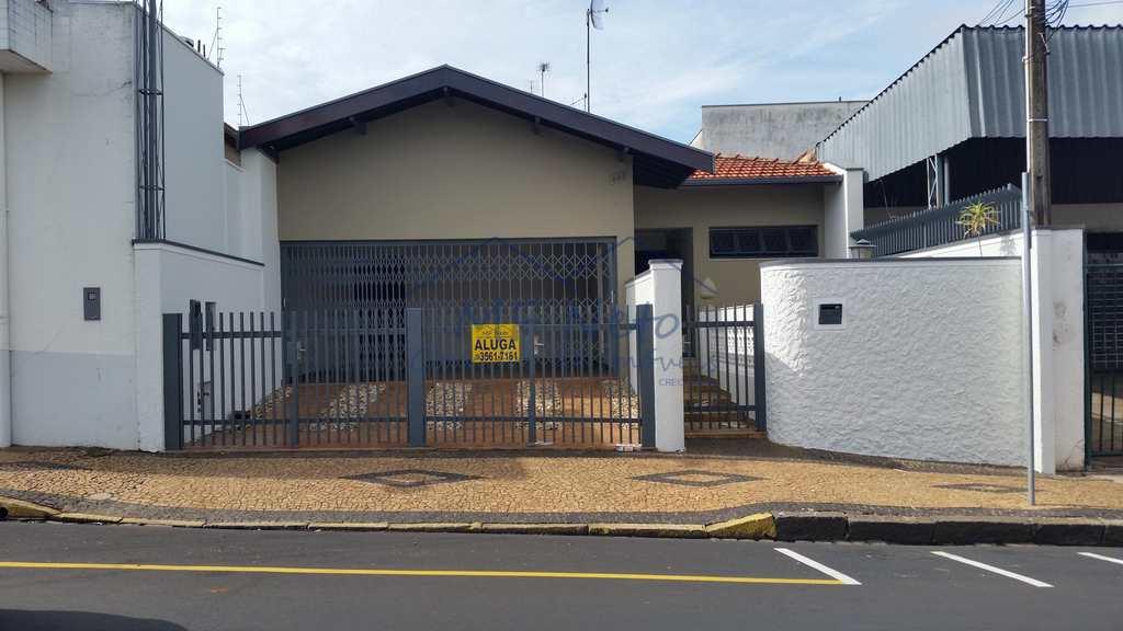 Casa em Pirassununga, no bairro Centro