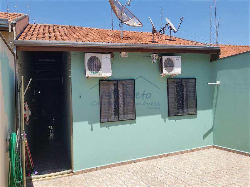 Casa em Pirassununga, no bairro Parque Clayton Malaman