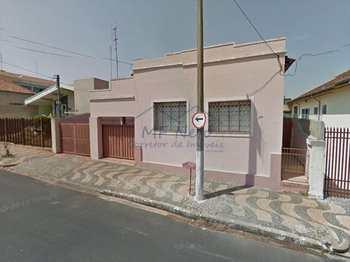 Casa, código 101700 em Pirassununga, bairro Centro