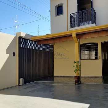 Sobrado em Pirassununga, bairro Vila Guilhermina