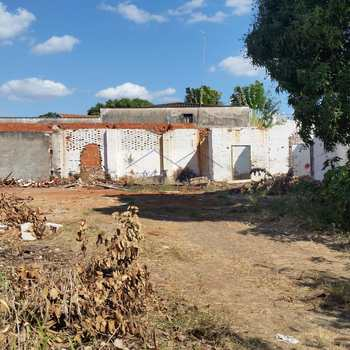 Terreno Comercial em Pirassununga, bairro Centro