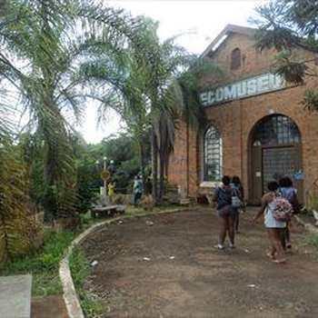 Prédio Comercial em Pirassununga, bairro Cachoeira de Emas