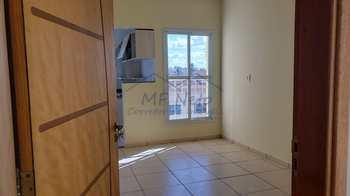 Apartamento, código 38200 em Pirassununga, bairro Jardim Rosim