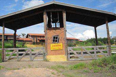 Conjunto Comercial em Pirassununga, bairro Jardim Primavera