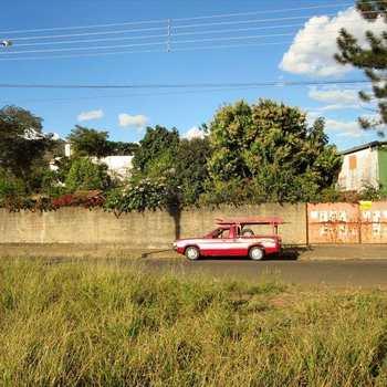 Terreno Comercial em Pirassununga, bairro Jardim América
