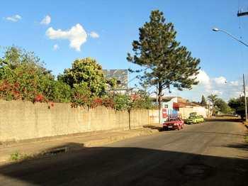 Terreno Comercial, código 8100 em Pirassununga, bairro Jardim América