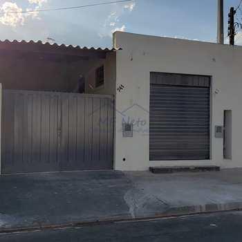 Casa em Pirassununga, bairro Jardim São Valentim