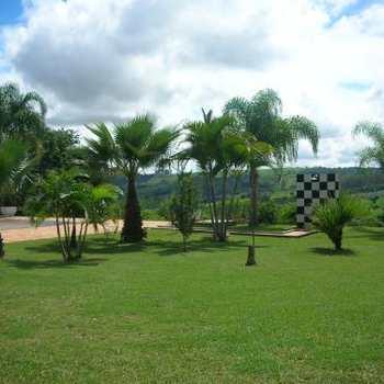 Chácara em Pirassununga, bairro Recanto dos Colibris
