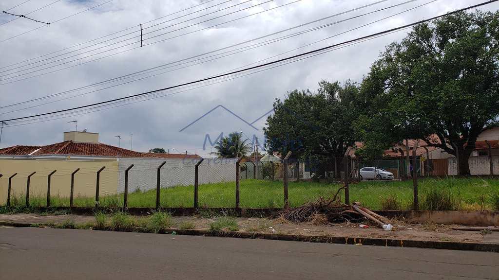 Terreno em Pirassununga, no bairro Vila Pinheiro