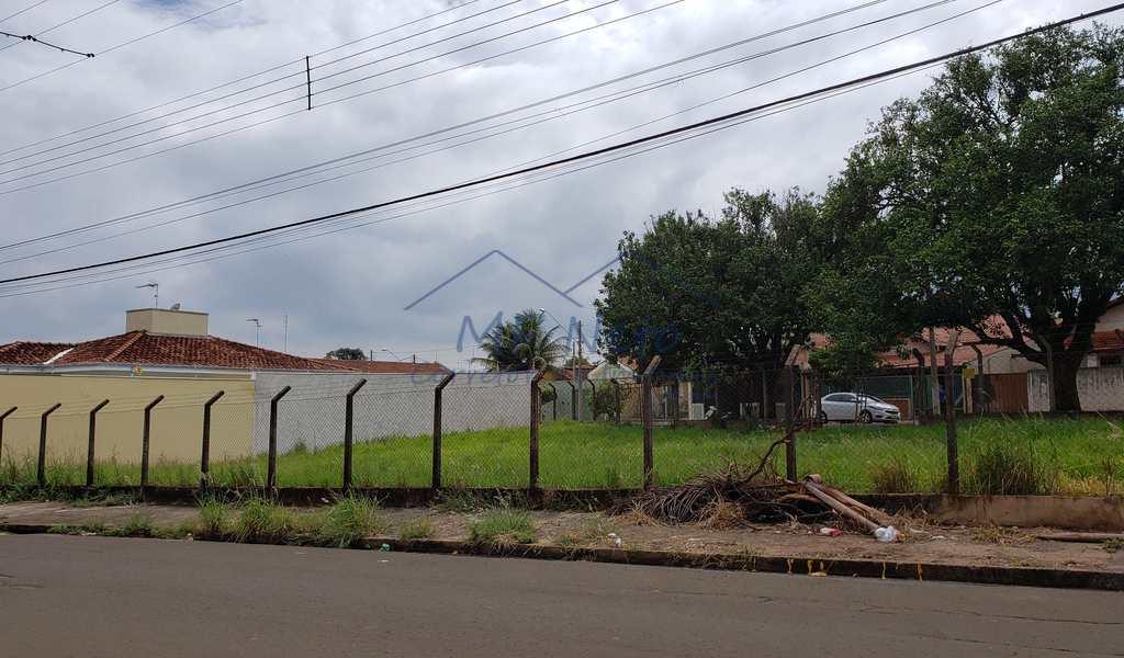 Terreno em Pirassununga, bairro Vila Pinheiro
