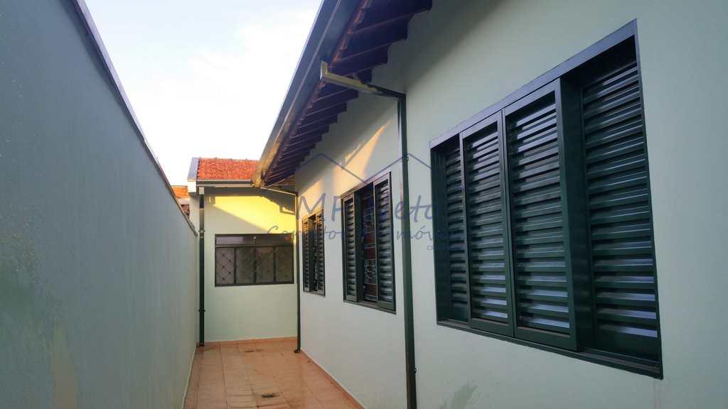 Casa em Pirassununga, no bairro Parque dos Eucaliptos
