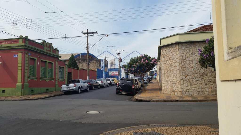 Casa Comercial em Pirassununga, no bairro Centro